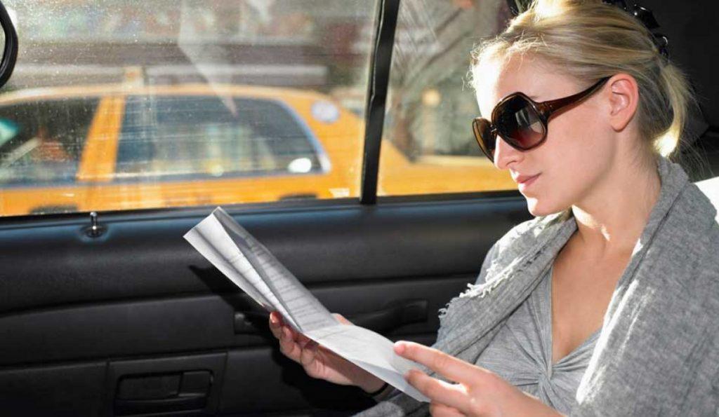 Per no marejar-te evita llegir dins del cotxe